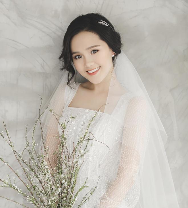 Ảnh cô dâu cầm hoa đẹp 2020