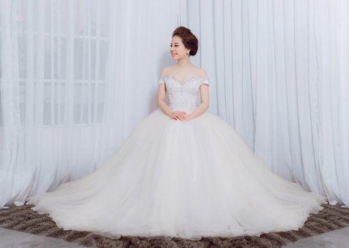 9X Wedding lựa chọn cho cô dâu cao 1m6 và nặng 55kg đã thay đổi hoàn toàn cô dâu