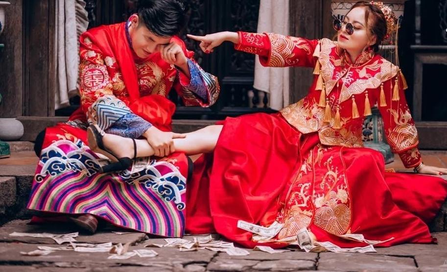 Phong cách chụp ảnh cưới kiểu áo khỏa Trung Quốc đang khiến cho các cặp đôi Việt Nam phát cuồng.