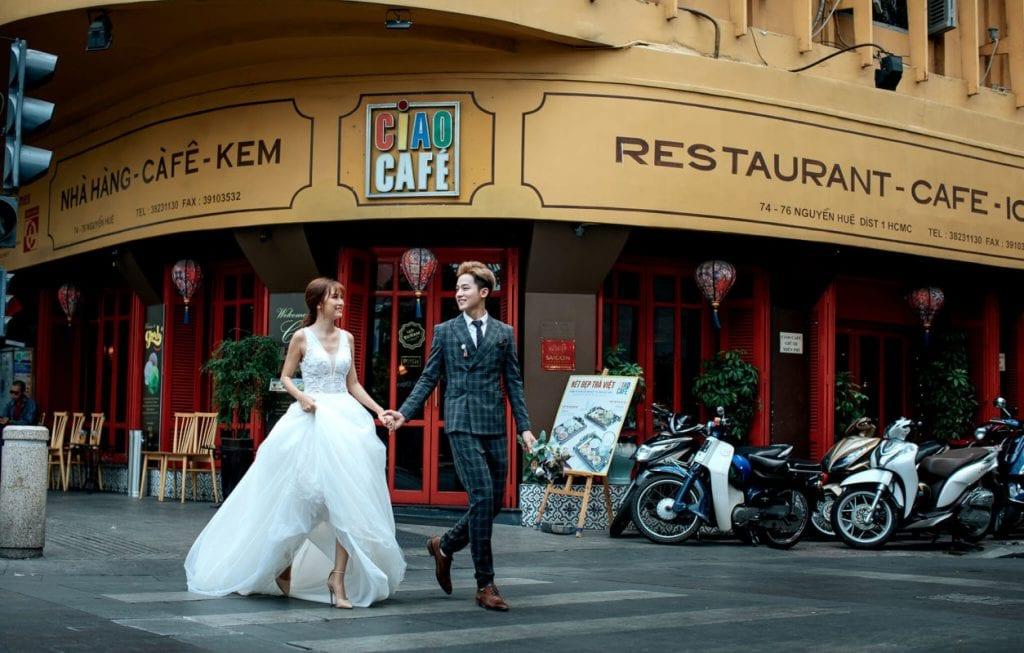 Đăng kí chụp trọn gói để chụp ảnh cưới giá rẻ ở Sài Gòn