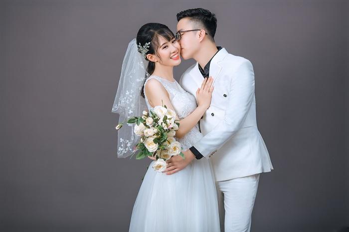 Chụp ảnh cưới trong studio ở Quận 9