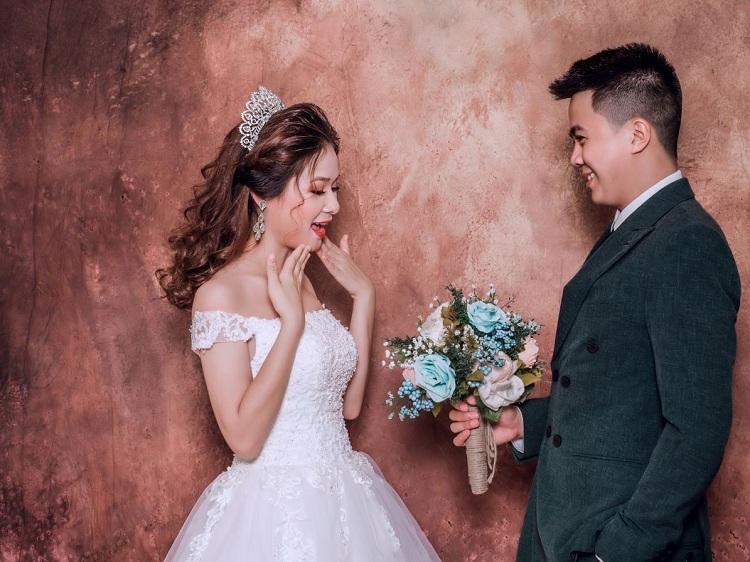 Ảnh cưới trong studio cực đẹp