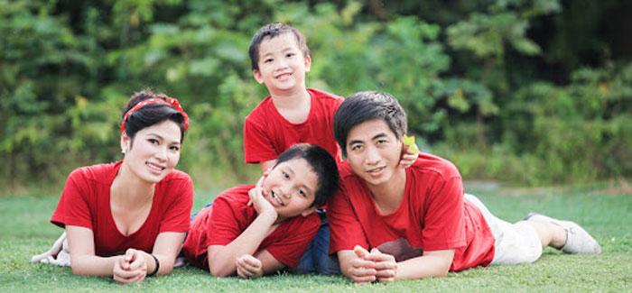 Chụp ảnh đời thường với đồng phục gia đình