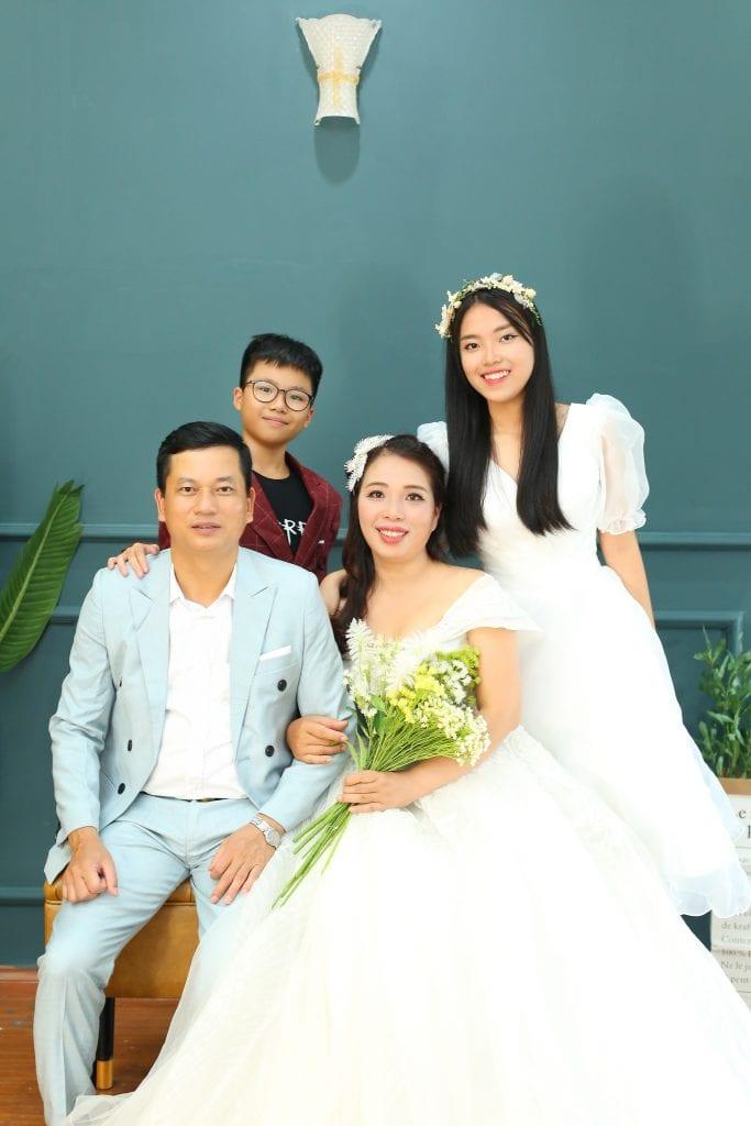 Ảnh cắt từ Album gia đình anh chị Thuận + Anh chụp bởi ekip 9X Studio