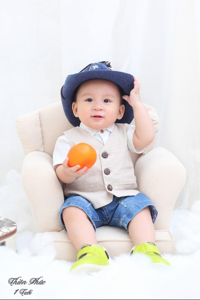 Ảnh chụp thôi nôi 1 tuổi bé trai