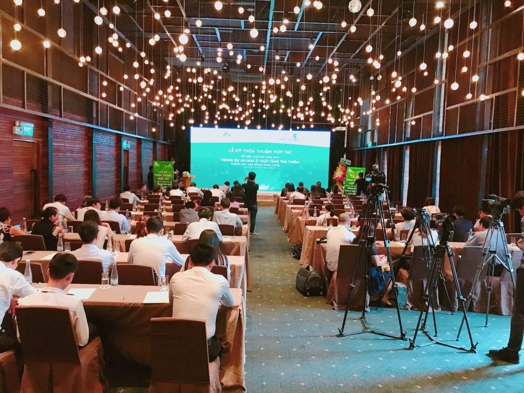 Chụp ảnh hội nghị Quận Tân Phú