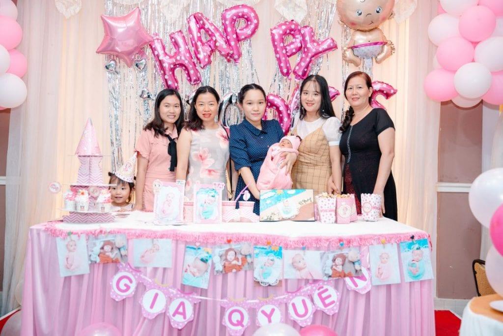 Chụp ảnh tiệc sinh nhật huyện Bình Chánh