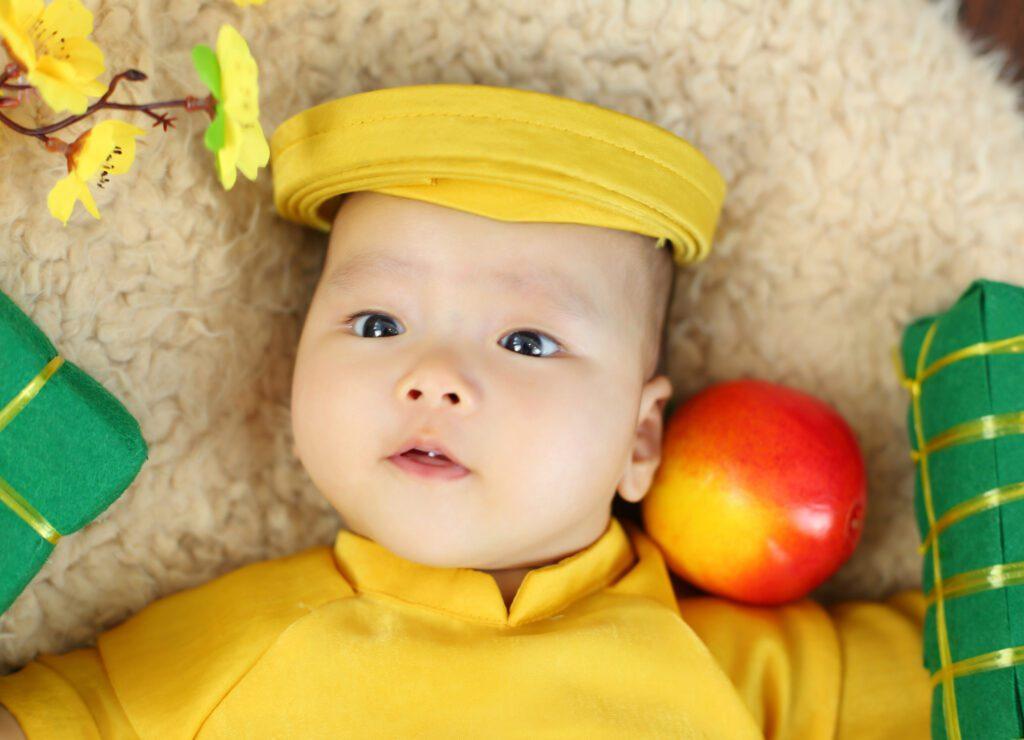Chụp Newborn cho bé concept Xuân về